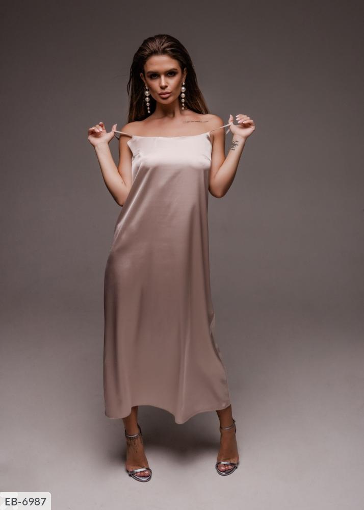 Длинное платье с коротким рукавом